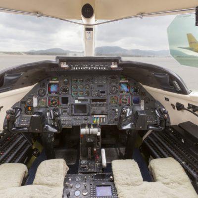 Lear-Jet-35-Cockpit-1400x934